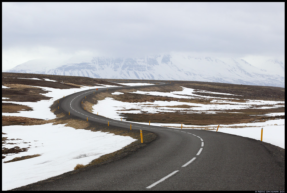 Island, Iceland, Mnusad kurvid, Curvy road, sidutee, med