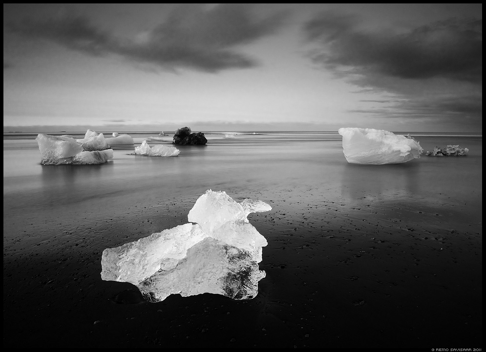 Jäätükid, Pieces of Ice Remo Savisaar mustvalge B+W B&W black and white island iceland europe nature wildlife photography photo blog loodusfotod loodusfoto looduspilt looduspildid