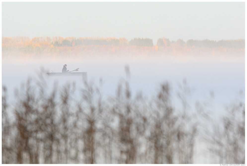 Varahommikune kalapüük, Early morning fishing, kalamees, fisherman, hobi, hobby, järv, järvel, vesi, lake, water, sügis, udu, fog, foggy, mist, misty