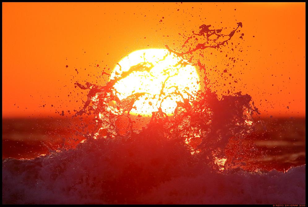Purse, Eruption meri laine wave päikeseloojang sunset sea hiiumaa kõpu dramatic sunset Remo Savisaar Eesti loodus Estonian Estonia Baltic nature wildlife photography photo blog loodusfotod loodusfoto looduspilt looduspildid landscape nature wild wildlife nordic