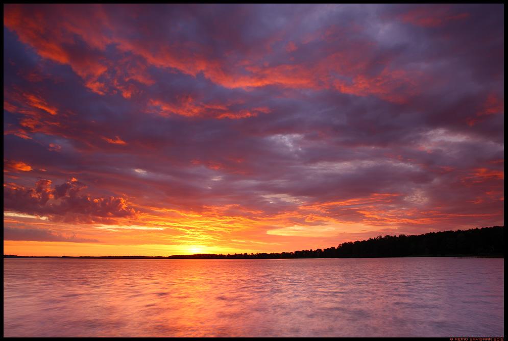 Värvikas loojang, Colorful sunset, Õhtu järvel, Evening at the lake, päikeseloojang, sunset, järv, sünge, värvidemäng
