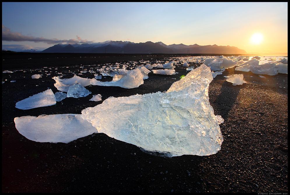 Island, Iceland, Jökulsárlón, Ice Sculptures on Black Sand, beach, liusikujää, jäätükid