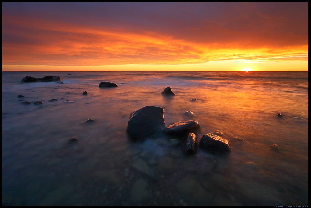 Viimane helk, Last Glint of Sun rannik kivid meri sea coast stones sea hiiumaa kõpu dramatic sunset Remo Savisaar Eesti loodus Estonian Estonia Baltic nature wildlife photography photo blog loodusfotod loodusfoto looduspilt looduspildid landscape nature wild wildlife nordic